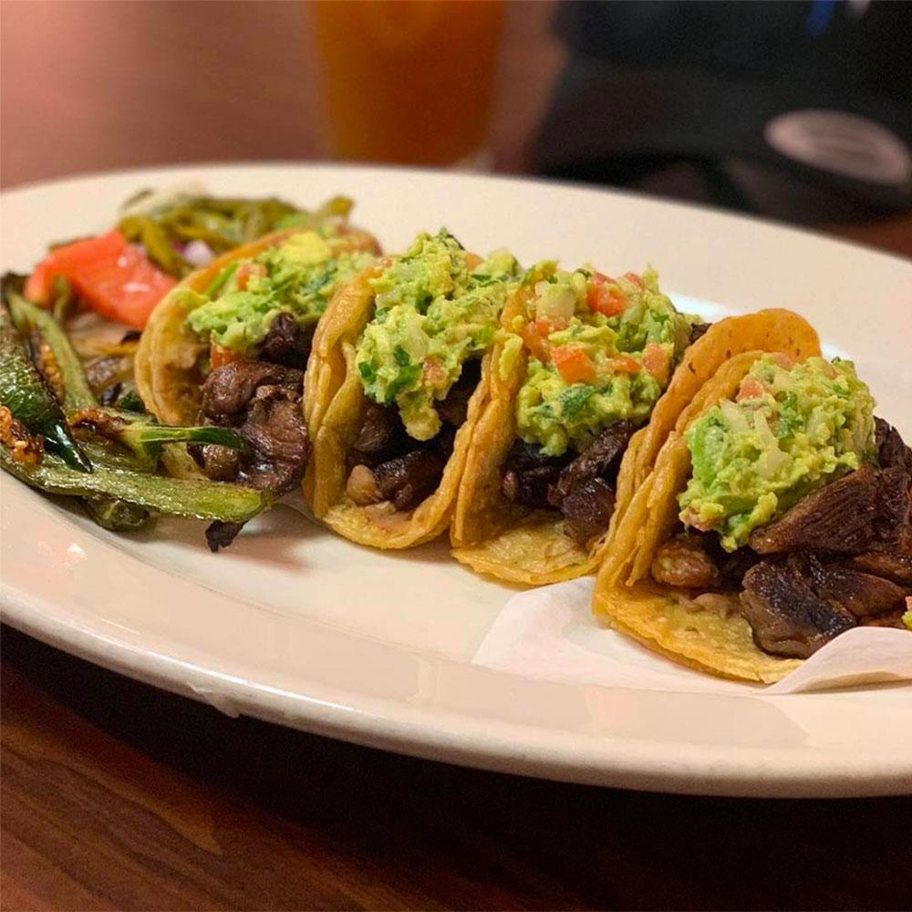 Tacos de Arrachera estilo Tijuana